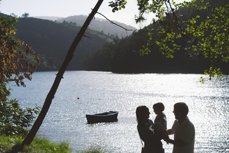 foto de padres e hija en entorno de Arbón, Asturias