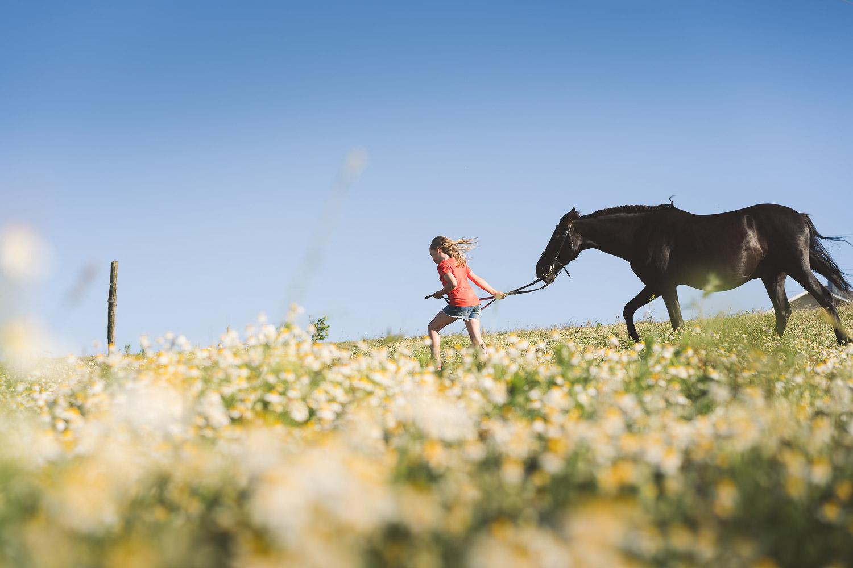 fotos de familia con caballos en Domastur, Puerto de Vega, Asturias